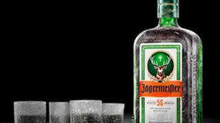 Jägermeister se renueva: cambia su botella y su etiqueta