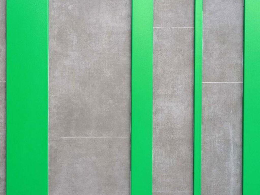 Detalle de la fachada que representa el código de barras