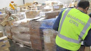 La Guardia Civil inmoviliza productos cosméticos y del hogar caducados