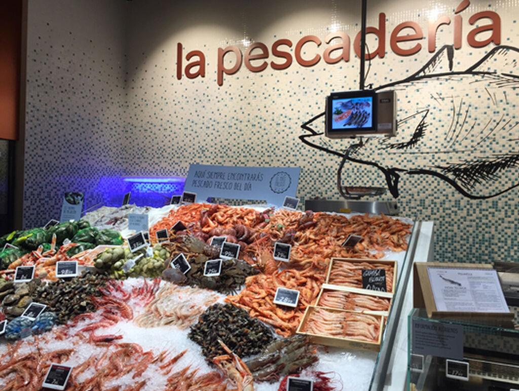 La pescadería, con productos que vienen de importantes lonjas españolas