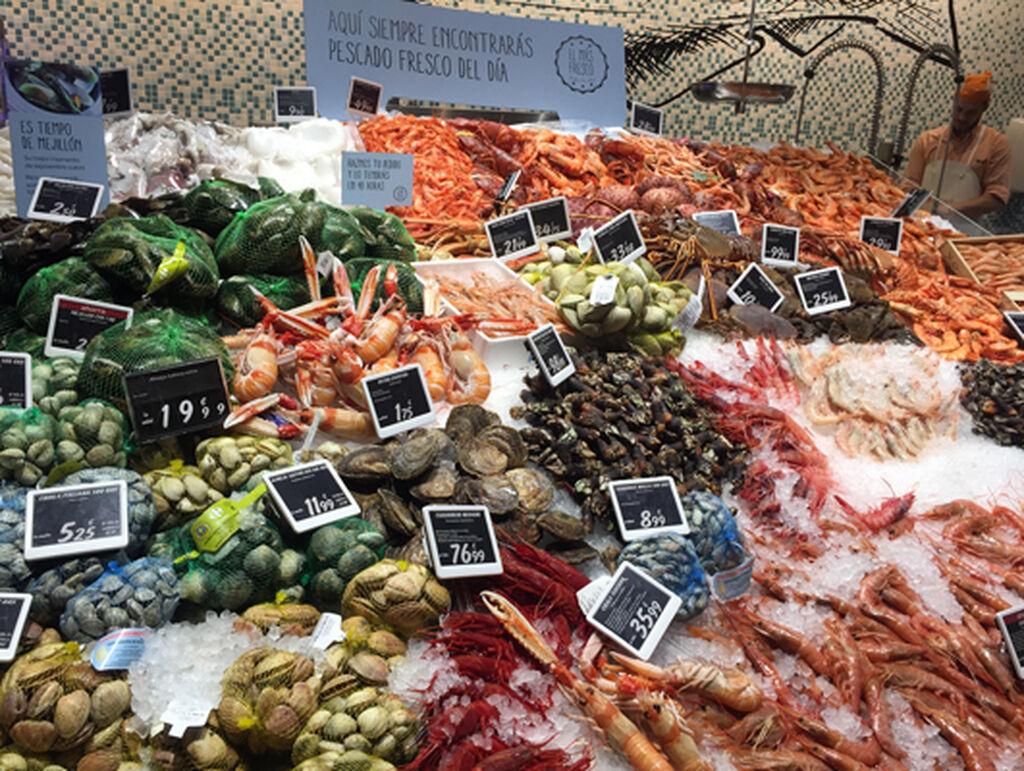 El pescado seduce como nunca en el Carrefour Market