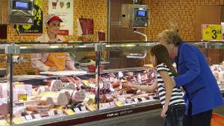 Consum sube el salario a su personal operativo socio