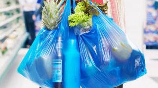 Competencia aboga por un impuesto para las bolsas de plástico