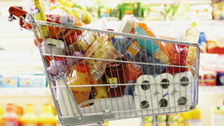 Cómo hacer la compra perfecta en el supermercado, según Harvard