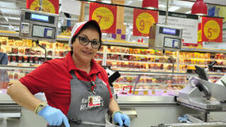 Auchan Retail España creará más de 2.200 empleos este verano