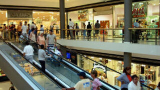 Las visitas a centros comerciales perdieron fuelle en abril