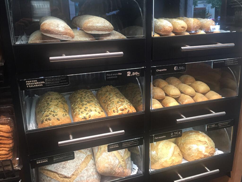 Una pequeña pero completa sección de panadería no podía faltar