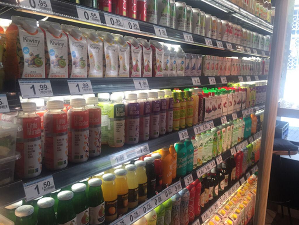 La sección de refrigerados, bien completa