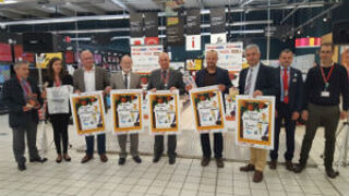 Eroski plasma en sus bolsas su compromiso con la identidad gallega