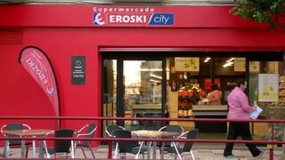 Eroski sonríe: beneficios, menos deuda y más empleos