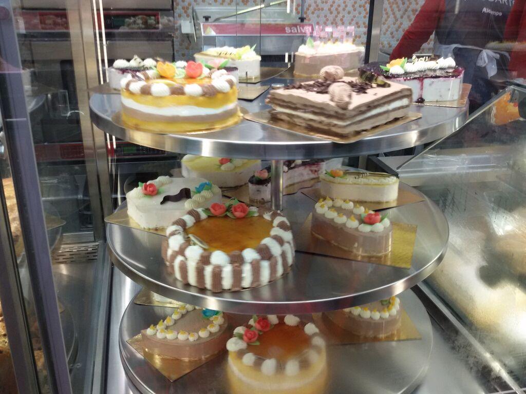 El mostrador de pastelería es una de las grandes apuestas de Alcampo City
