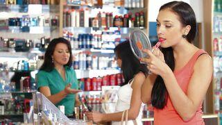 ¿Qué seduce más a las compradoras de cosméticos?