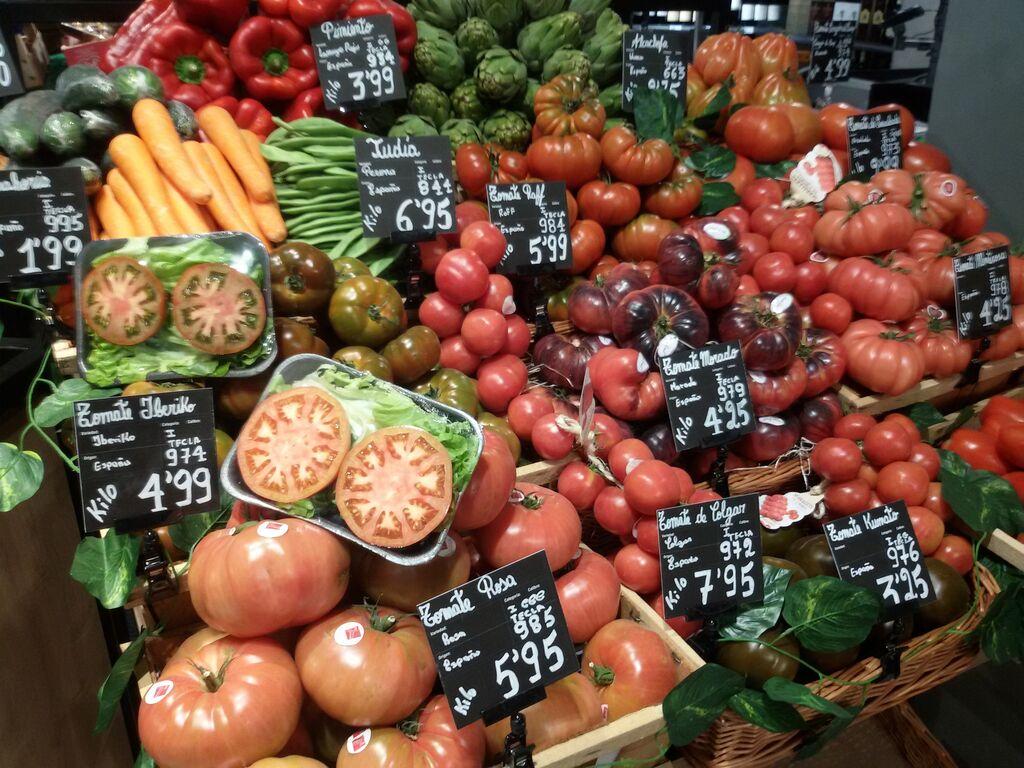 Color y calidad en la fruta premium del Market Bulevar