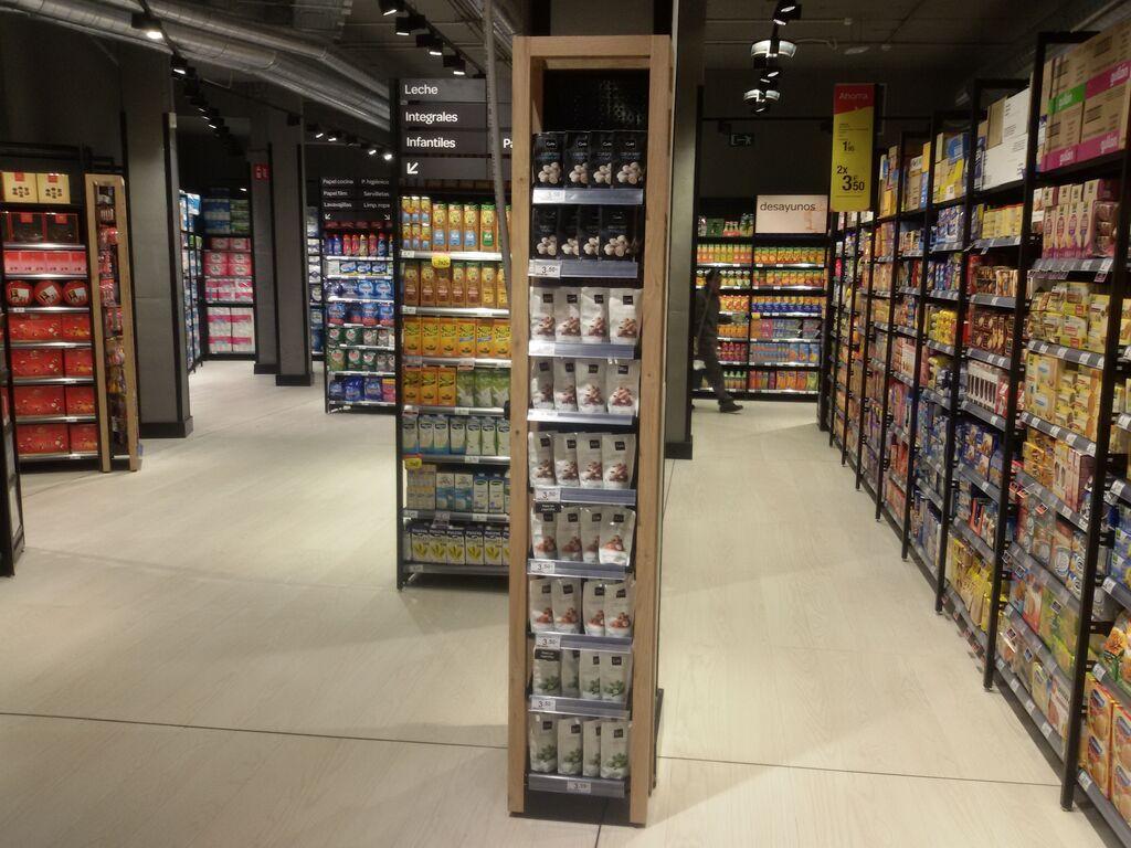 Pasillos largos y espaciosos en la zona de alimentación envasada