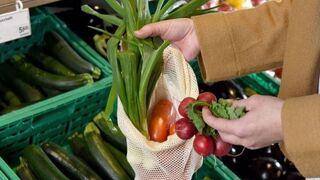Unas bolsas reutilizables para comprar frutas y verduras