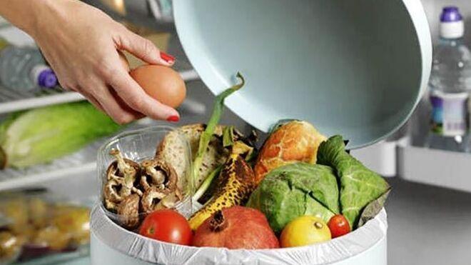 Los españoles tiran menos comida a la basura, pero...