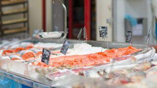 El súper se impone a la pescadería clásica en la venta de pescado