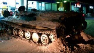 Ver para creer: usa un tanque para asaltar un supermercado