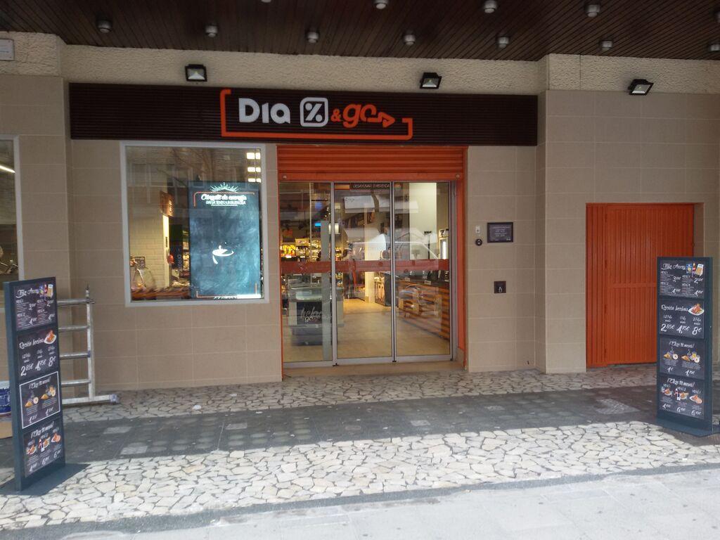 Entrada del Dia & Go situado en la calle Conde de Peñalver de Madrid