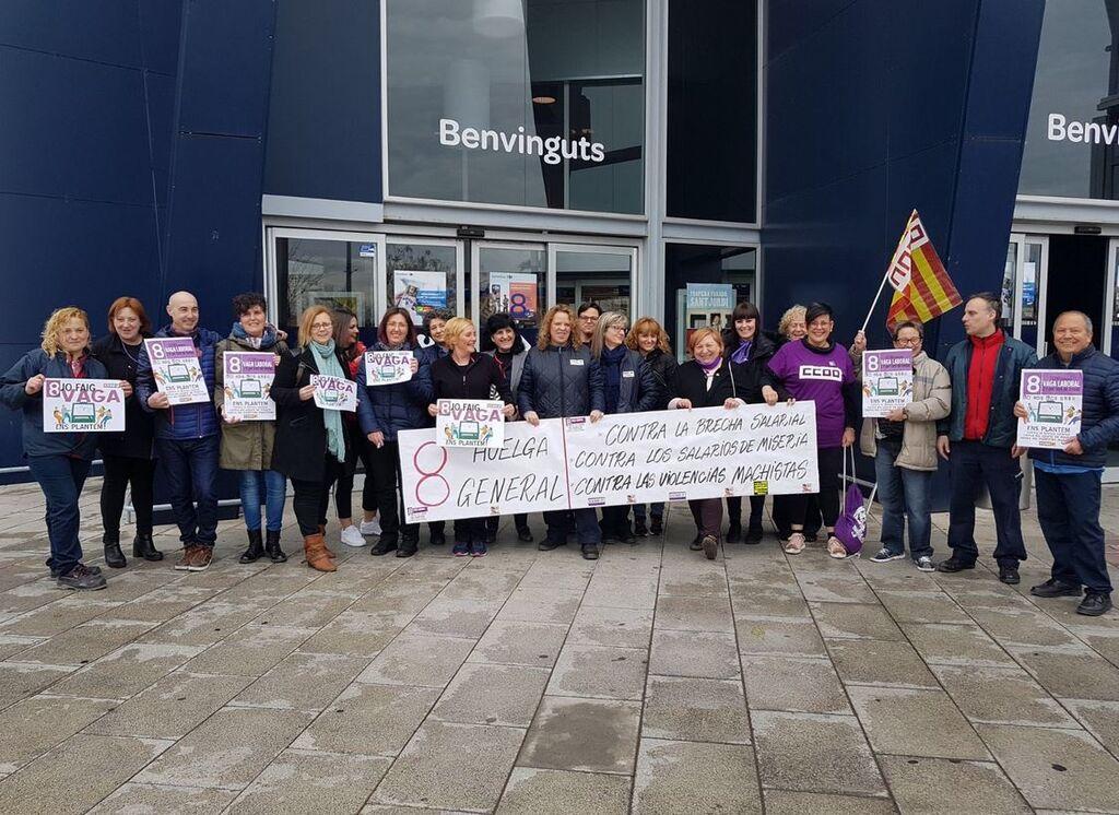 Empleados de Carrefour en Cataluña apoyan la huelga feminista