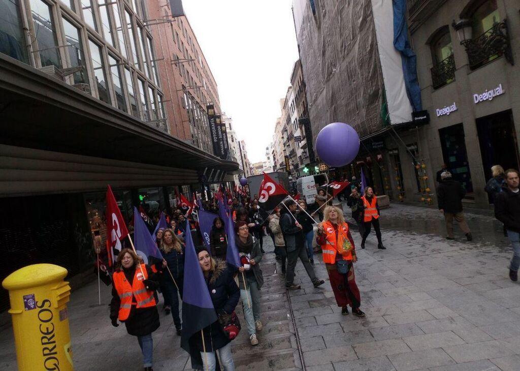 Manifestantes de CGT, en la comercial calle Preciados de Madrid