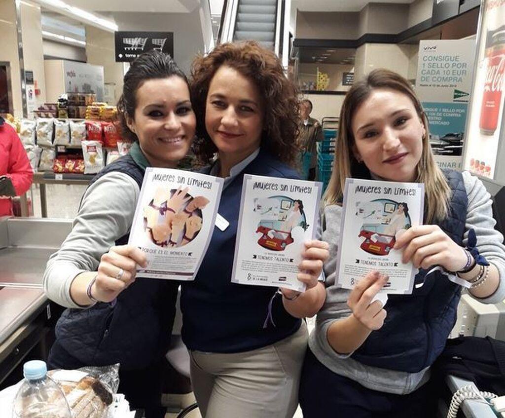 Tres 'Mujeres sin limites' en un centro de El Corte Inglés