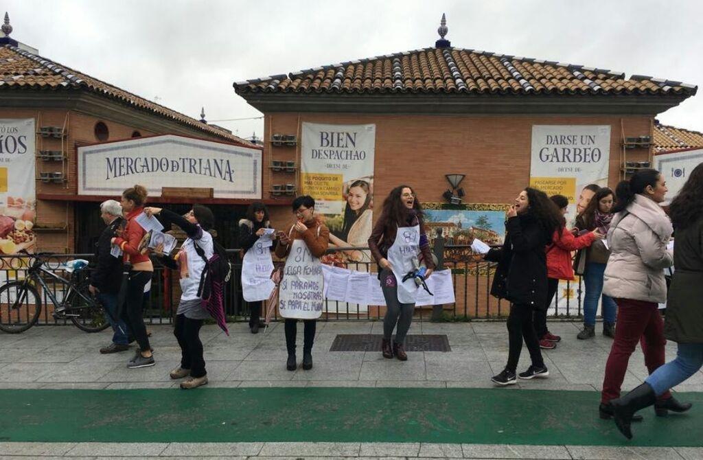 Protesta en el Mercado de Triana de Sevilla