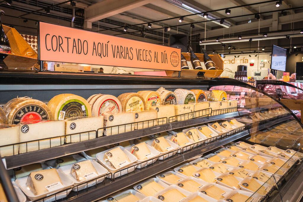 Selección de quesos, cortados varias veces al día