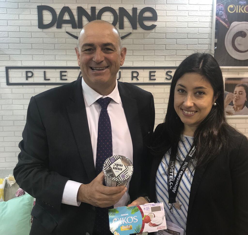 Jordi Miró, director general comercial de Danone Iberia, con la directora de FoodRetail, Mar Calderón