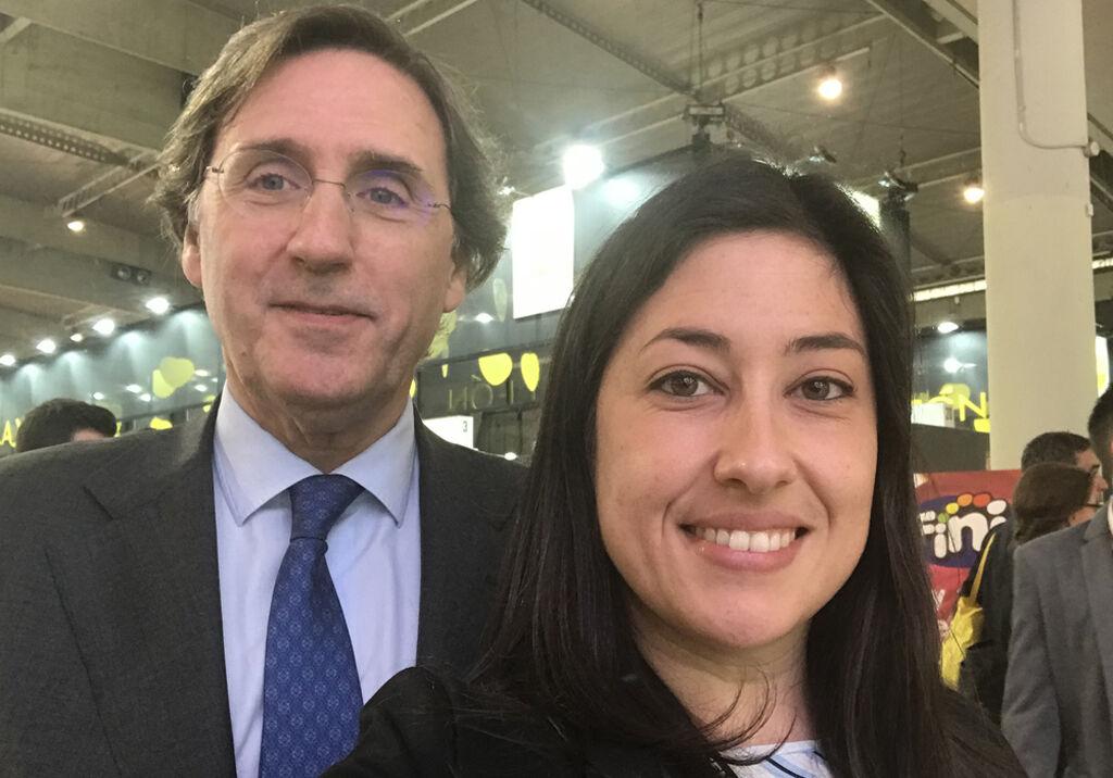 Selfie del presidente de Calidad Pascual, Tomás Pascual, y la directora de FoodRetail, Mar Calderón.