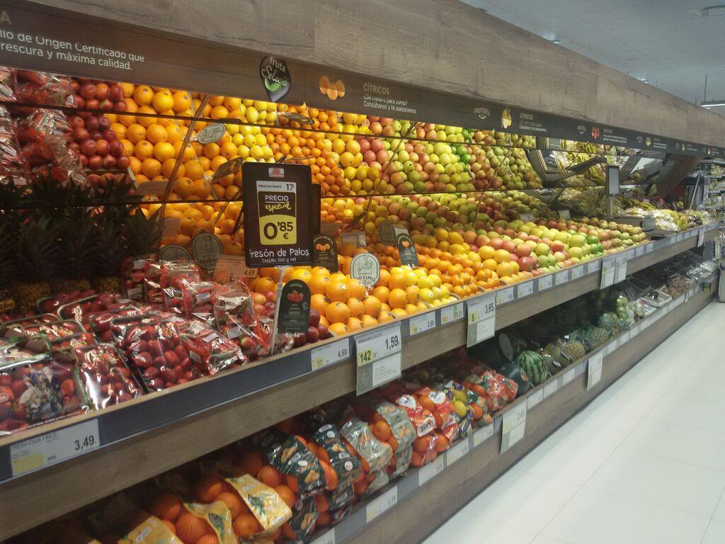 Amplia frutería, una de las secciones que más gustan de BM a los madrileños