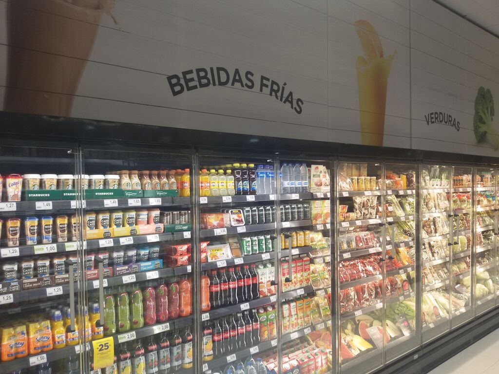 Importante espacio para las bebidas frías.