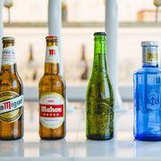 ¿Por qué el bar con Mahou no tiene Heineken (y viceversa)? Así es la guerra de las marcas por 'el grifo'