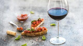 Casi 4 de cada 10 españoles prefieren vino para el aperitivo