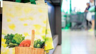 ¿Hace bien Mercadona en introducir las bolsas de papel junto con las de plástico?