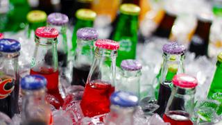 Los envases de refrescos ganan en ligereza