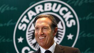 El presidente de Starbucks cambia los cafés por la política