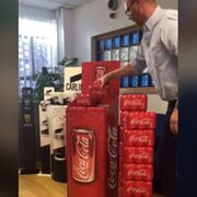 Hasta 32 packs de Coca-Cola en apenas una baldosa