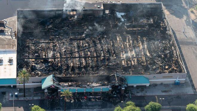 Así quedó un supermercado tras un voraz incendio