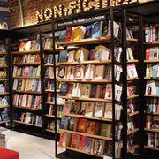 El supermercado se mete en librerías y papelerías