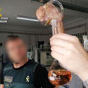 Trama de ron falsificado: hasta 21.000 botellas incautadas