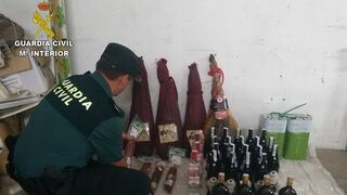 Tres detenidos por robar embutidos en un supermercado
