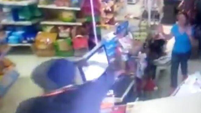 La cajera de un súper de Huelva que planta cara a un atracador