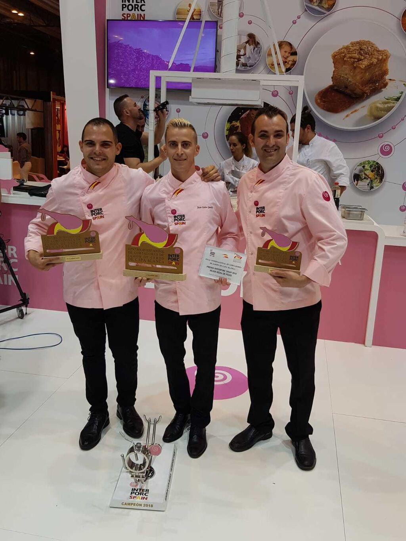 El gaditano Juan Carlos Garrido se ha coronado como el mejor cortador de jamón de capa blanca del mundo en la gran final internacional del premio Interporc Spain 2018, celebrada en Meat Attraction.