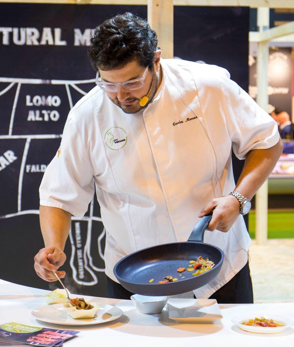 Showcooking del chef Carlos Moreno en el stand de Provacuno.