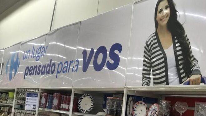 """Polémica machista en Carrefour Argentina: utensilios de cocina """"pensados"""" para las mujeres"""