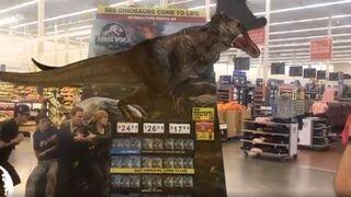 Cuando un dinosaurio cobra vida en el hipermercado