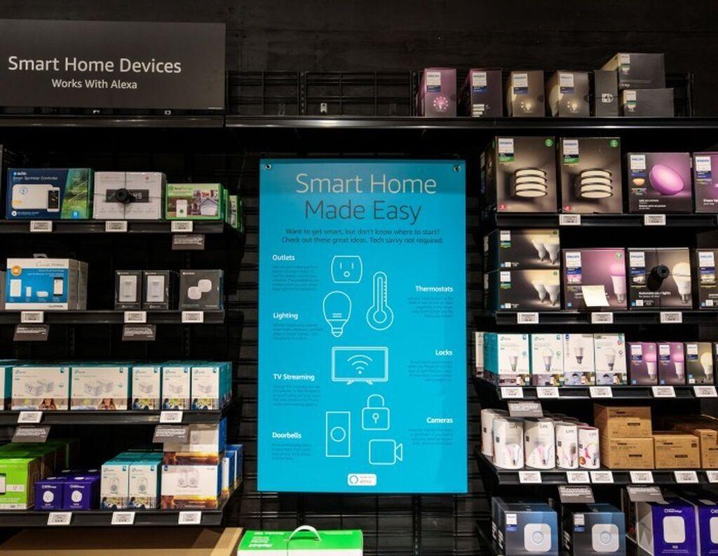 Los clientes pueden probar docenas de dispositivos Amazon y accesorios inteligentes para el hogar que funcionan con Alexa.