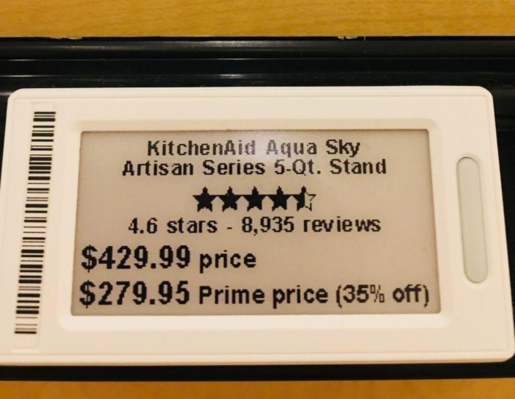 Las etiquetas de precio digital muestran el precio de Prime y el precio normal, así como los ahorros de miembros Prime, la calificación promedio de estrellas y el número total de revisiones que ha recibido un producto.