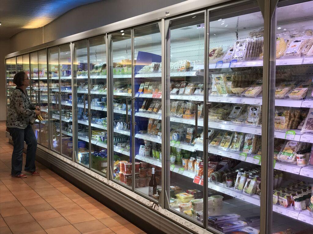 Sección de refrigerados, con gran número de referencias.